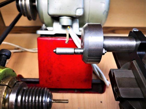 A reszelővezető adapter, munka közben
