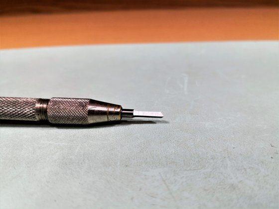 Használatra kész keményfém órás-esztergakés