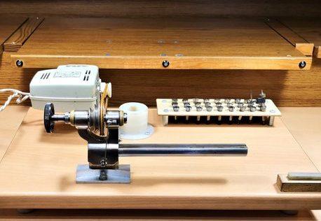Egy órás esztergagép időszaki karbantartása