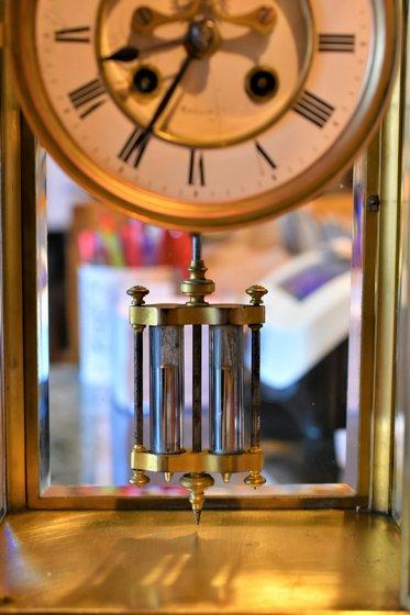 Higanykompenzáció egy asztali órában