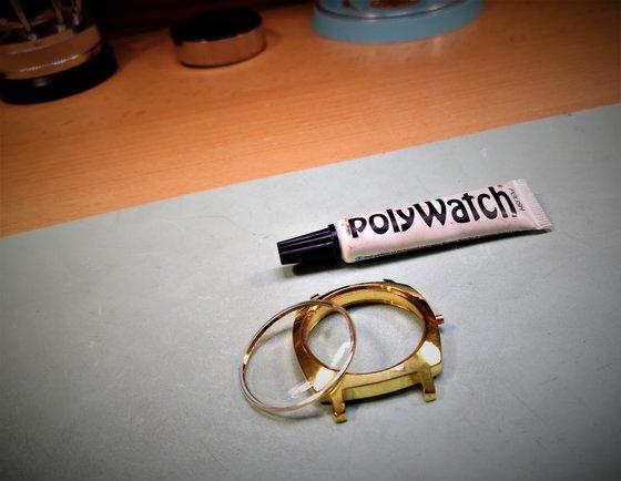 Fémbetétes plexi karcmentesítése Polywatch segítségével