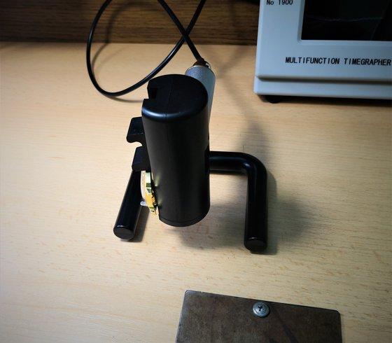 Többfunkciós mérőmikrofon, forgatható állvánnyal kiegészítve