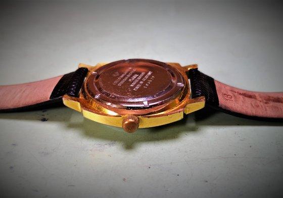 A Q1 kronométer menetes hátlapja