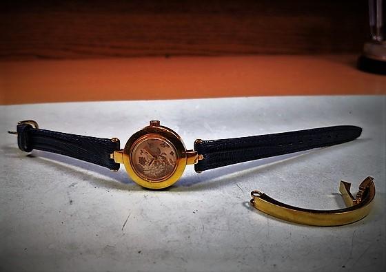 Viselésre kész Gucci Donna 105-ös divatóra elkészülte után